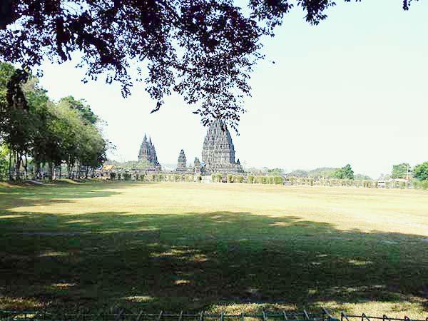 遠くから見たセウ寺院
