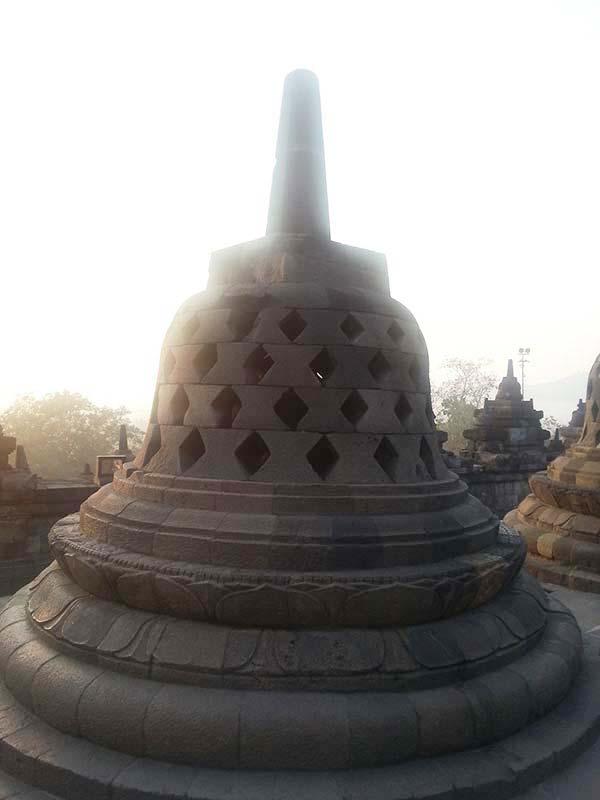 ボロブドゥールの仏塔