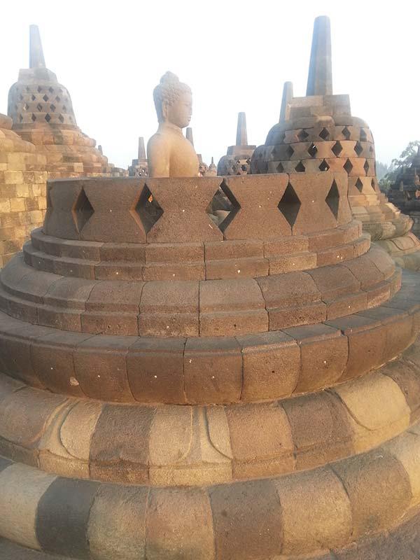 ボロブドゥールの仏像