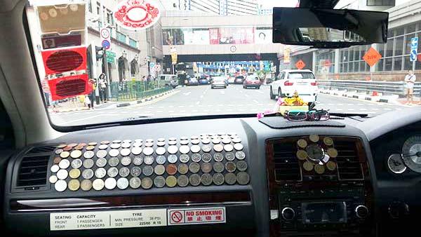 シンガポールのタクシー車内