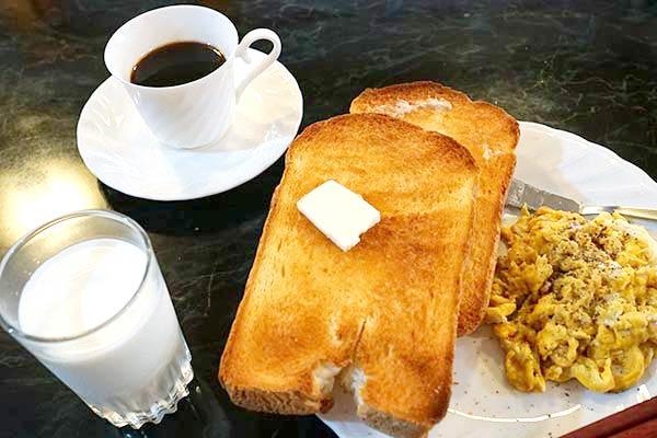 大山バックパッカーズでの朝食