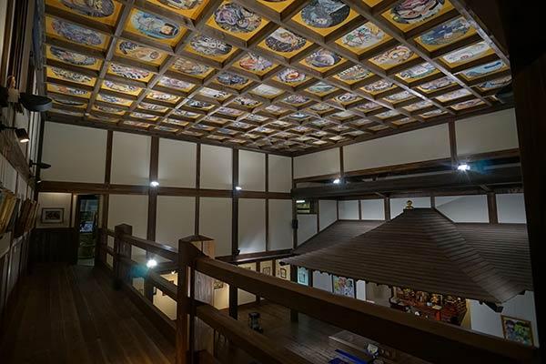天井一面、妖怪の絵です