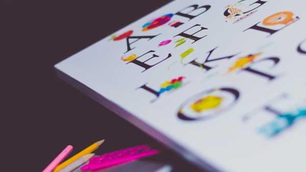 アルファベットが書かれた本