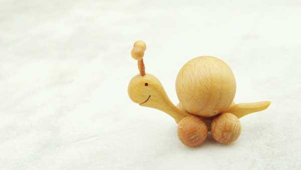 木製のカタツムリのおもちゃ