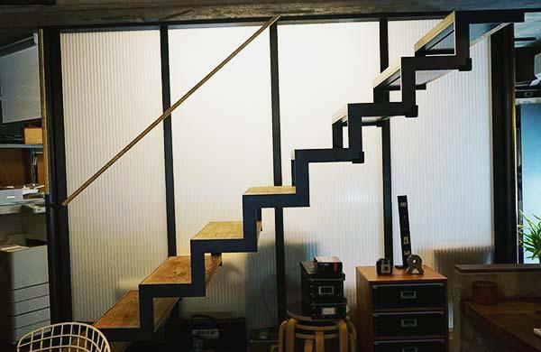 おしゃれな階段ですね