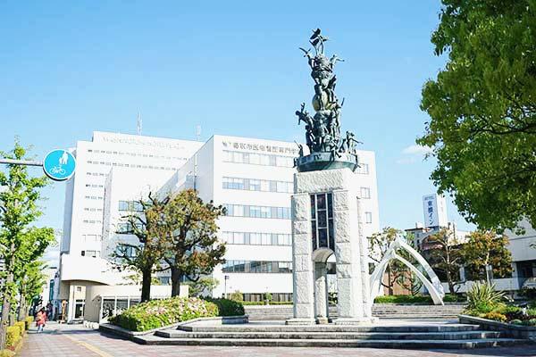 鳥取駅前のオブジェ