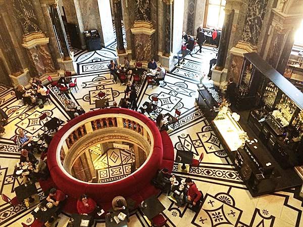 ウィーン美術史美術館の最上階にあるミュージアムカフェ