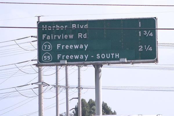アメリカの高速道路出口案内看板