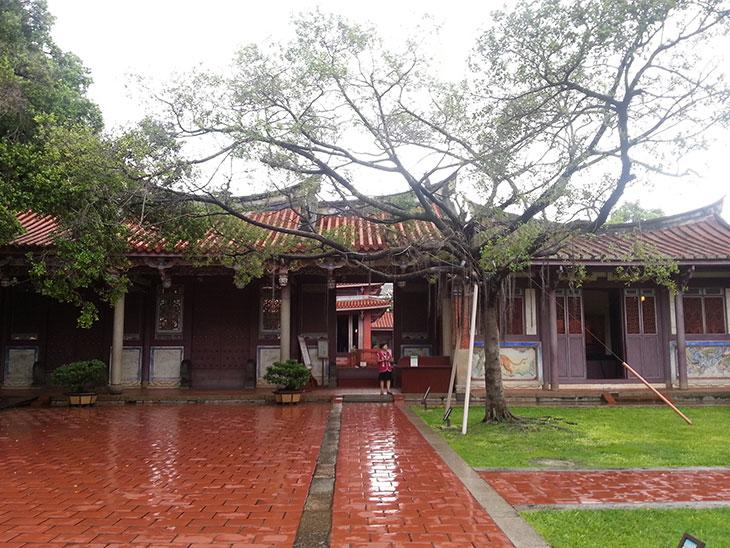 孔子廟の出口への歩道