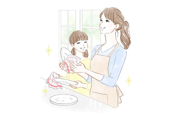 子供と一緒に食器を拭く