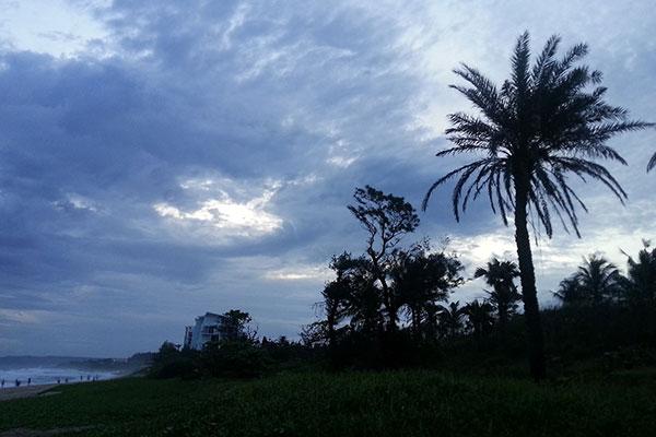 墾丁のビーチの空