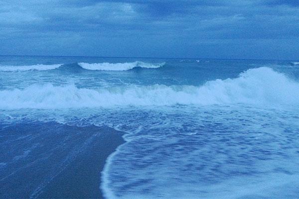 墾丁のビーチの海