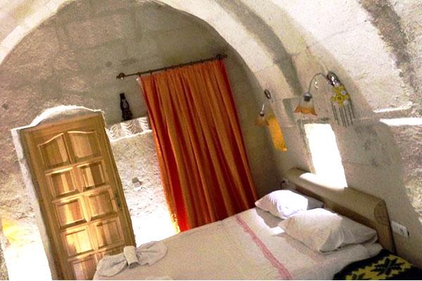 ホテルロームのベッド