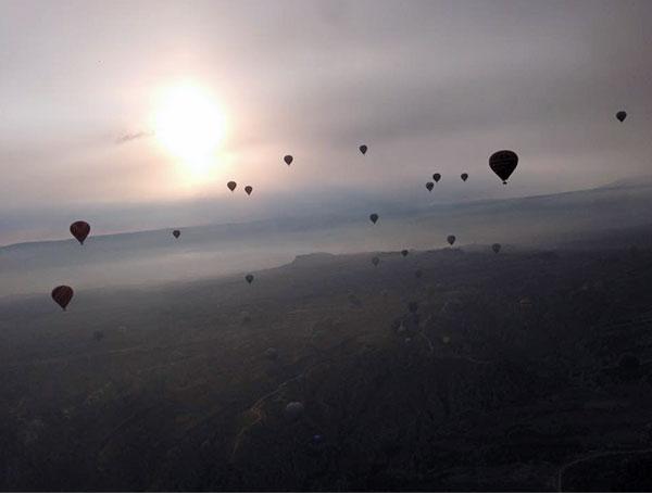 気球と夜明け