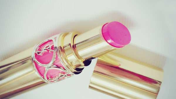ピンク色のリップ