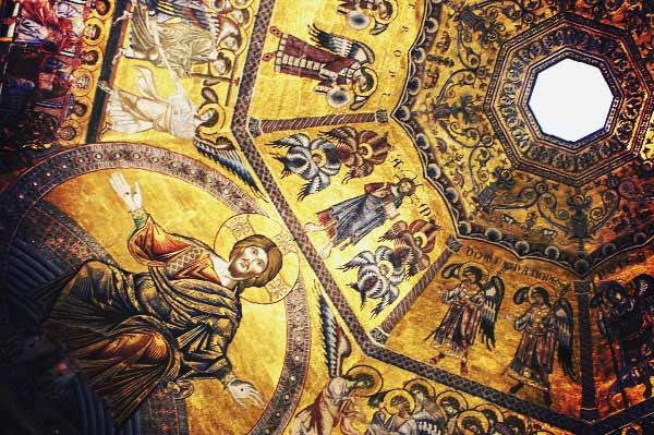 サン・ジョヴァンニ洗礼堂の天井にある黄金の装飾