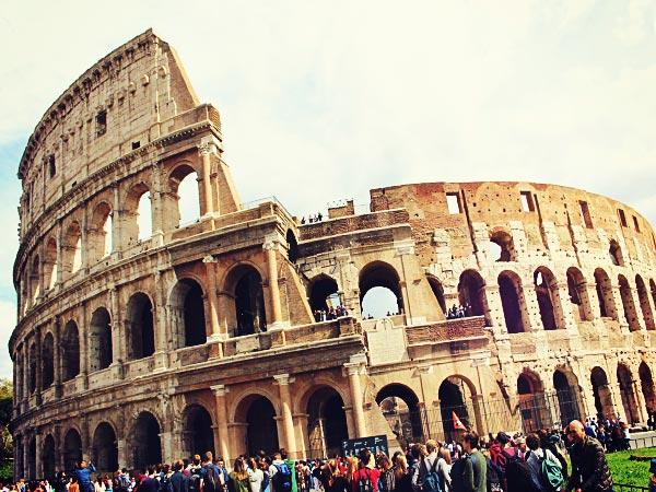 ローマの観光名所「コロッセオ」