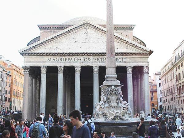 ローマの観光名所「パンテオン」