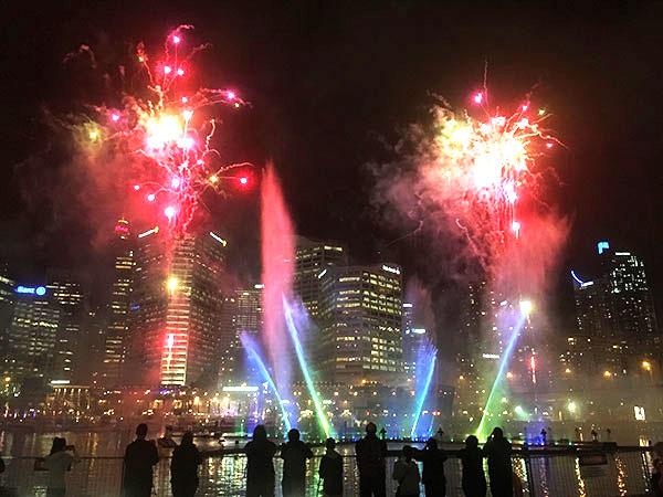 ビビッド シドニーの花火