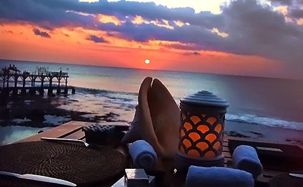 バリ島の人気ホテル滞在記!崖のレストランや朝食は感動もの