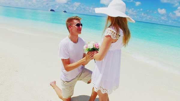 プロポーズする男