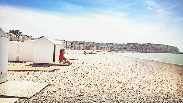 ガレ(galets)と呼ばれている小石の浜