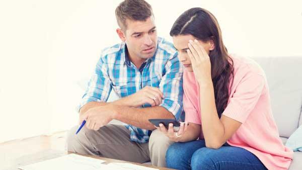 家系に悩む夫婦