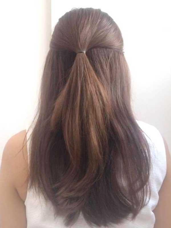 髪のトップ部分を1本にまとめる