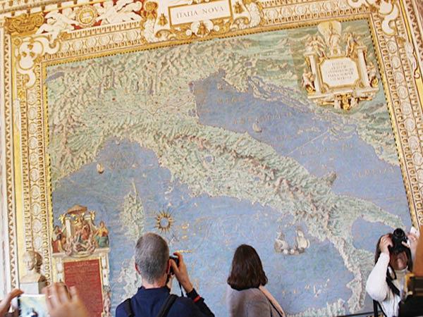 バチカン美術館にある地図のギャラリー