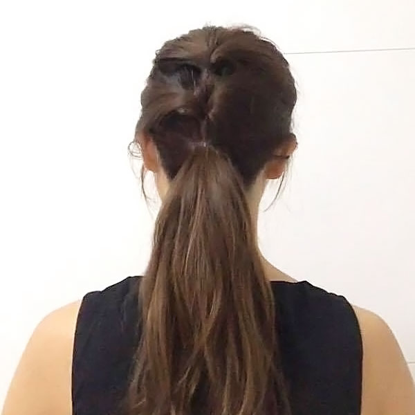 残りの髪を1本に纏める