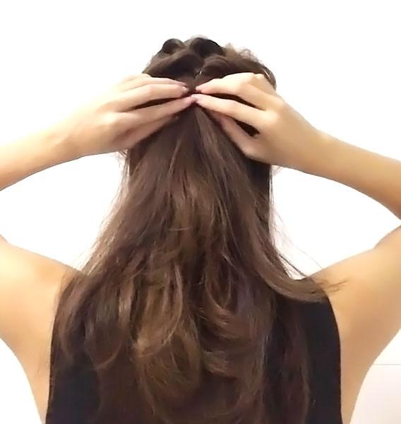 耳の位置より上の残りの髪を「くるりんぱ」する