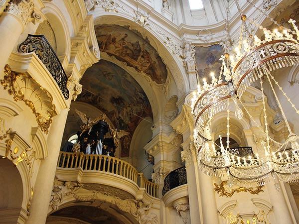 ミクラーシュ教会の内部