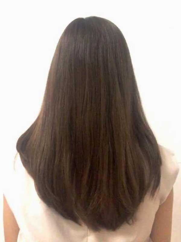 女性の髪の毛の後ろ姿