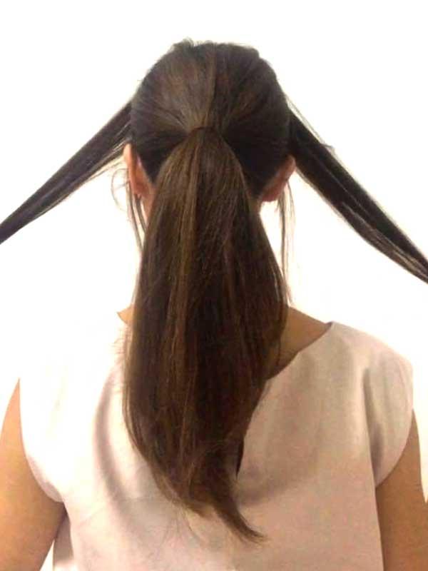 耳よりも前にある髪を残して後ろ髪を耳の高さでポニーテールにする女性の髪の毛