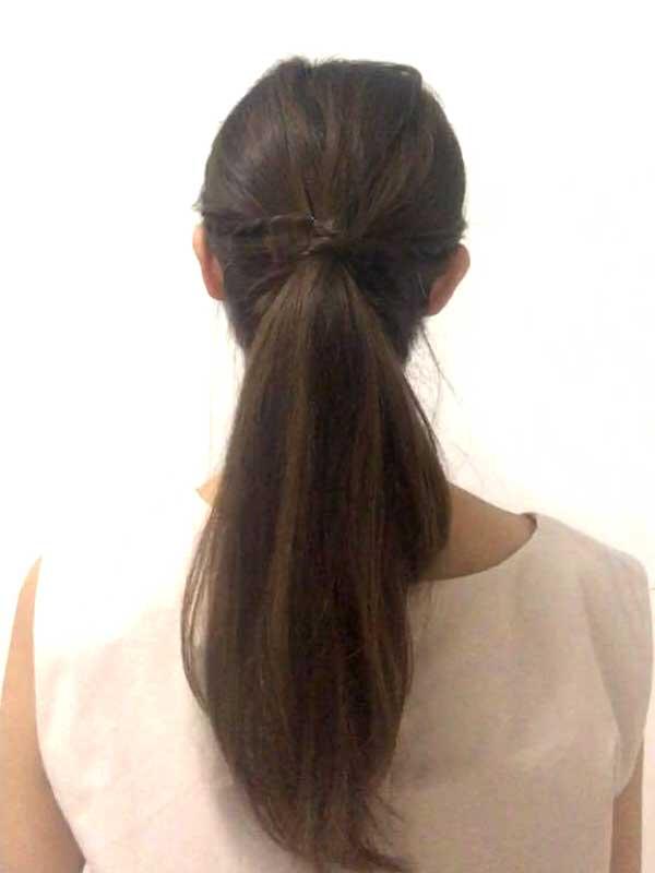 完成したねじりポニーテールの女性の髪の毛
