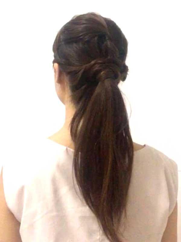 ガーリーポニーテールの完成した女性の髪の毛