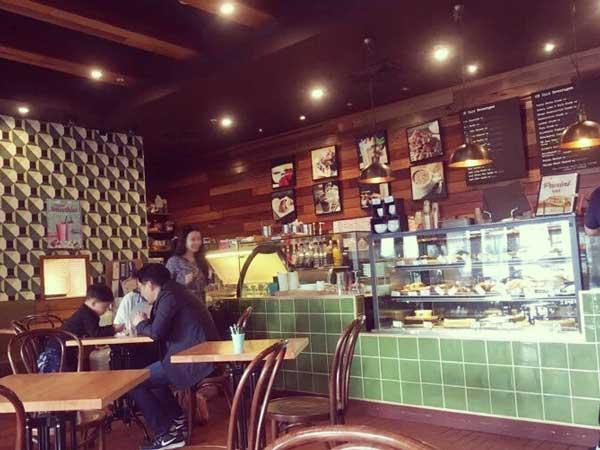 チェーンのカフェの「Oliver Brown」の店内