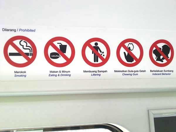 バトゥ洞窟行き電車内の注意書き