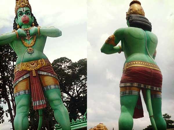 巨大なハヌマーン像の正面と後の姿
