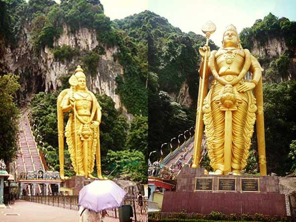 バトゥ洞窟へ続く階段前のムルガン神