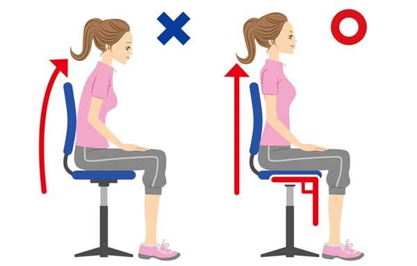 背筋を伸ばす方法の座り方のイラスト