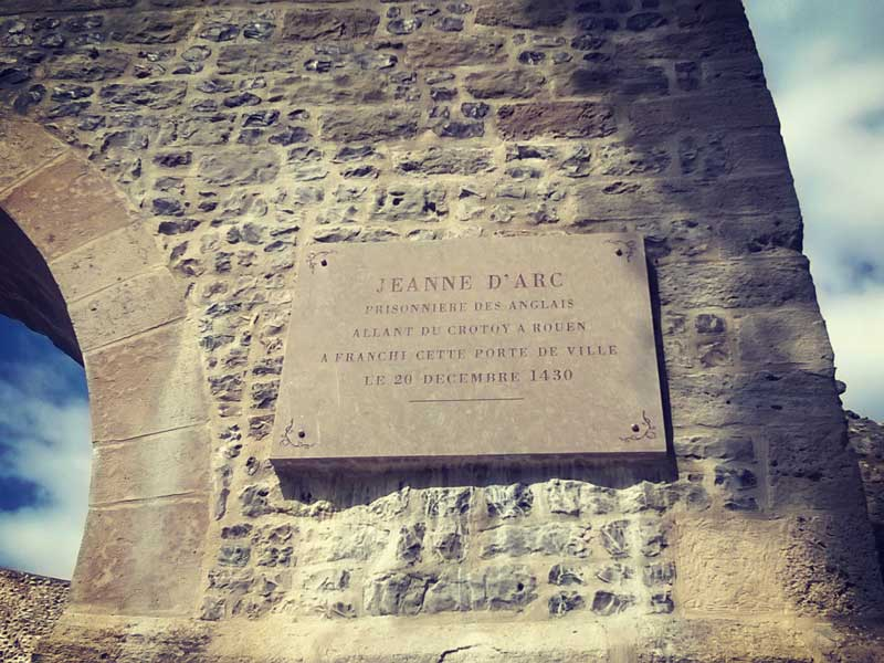 ジャンヌ・ダルクが通ったとされる街道の門