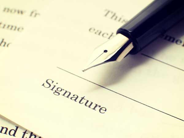 書類と万年筆