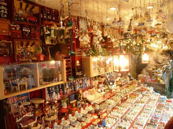 ドイツの店で売られているクリスマス用品
