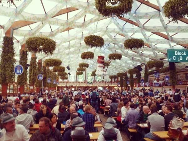 ミュンヘンのビール祭り「オクトーバーフェスト」