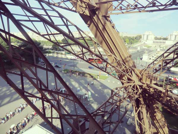 エッフェル塔の階段から見た景色