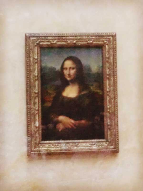 ルーブル美術館の名画モナリザ
