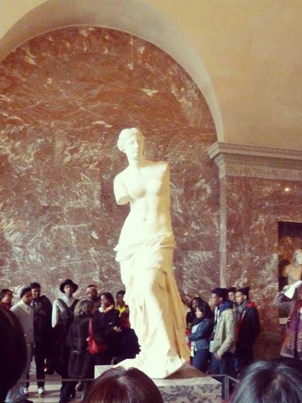 ルーブル美術館の彫刻ミロのヴィーナス