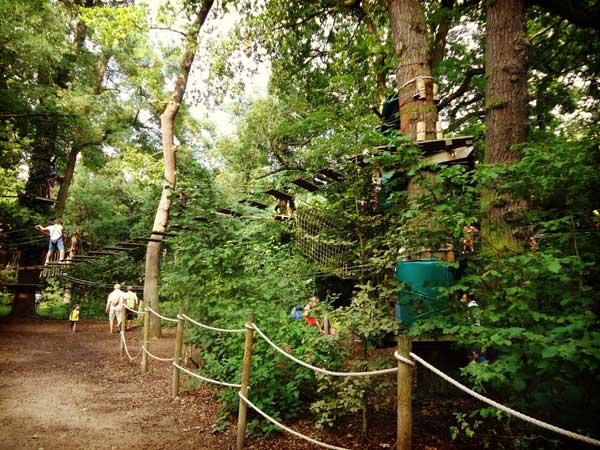 パリ花公園の巨大ジャングルジム