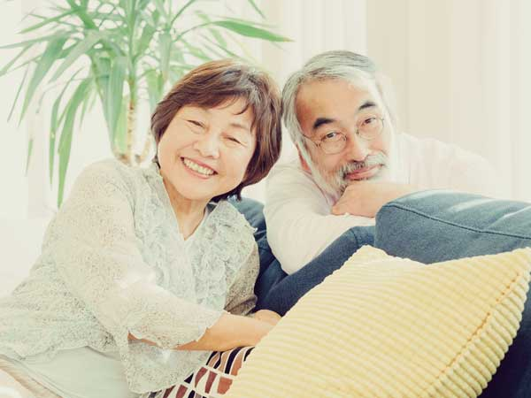笑顔のお父さんとお母さん